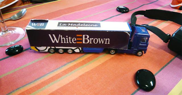 Les Papotages de Nana - White & Brown